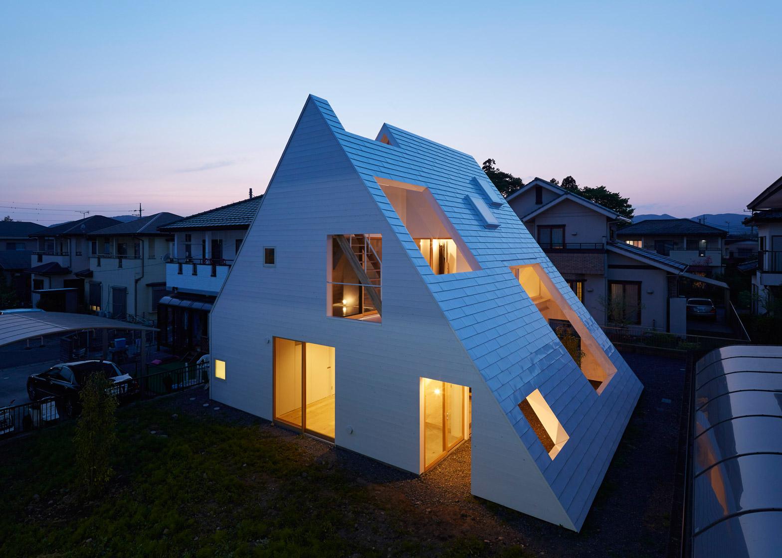 Estremamente Casa con tetto spiovente in acciaio bianco by Suppose Design  BC64