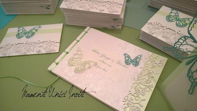 9 Partecipazioni e Guest Book Mod. Volo Lieve - nei toni del verde ...Colore Tiffany Colore Verde Acqua Colore Verde Menta Partecipazioni intagliate Tema Farfalle Verde Mela