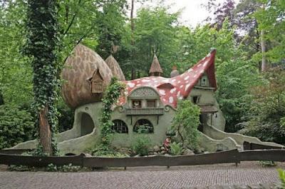 Arquitectura y casa extraña