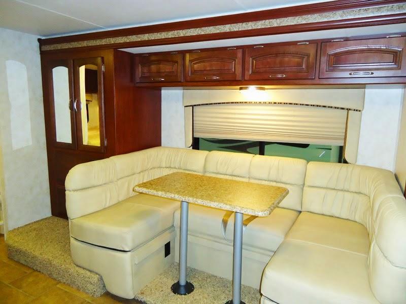 comment choisir un camping car canap les canap s au monde. Black Bedroom Furniture Sets. Home Design Ideas