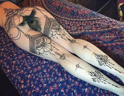 Tatuaje elegante femenino en todo el cuerpo