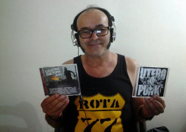 """O vocalista da banda de punk rock DZK, Manoel Barata, produtor e apresentador do podcast """"Rota 77, Rock da Periferia"""", da webradio Antena Zero: o mais antigo programa de rádio da internet ainda em atividade (Foto: Divulgação)"""