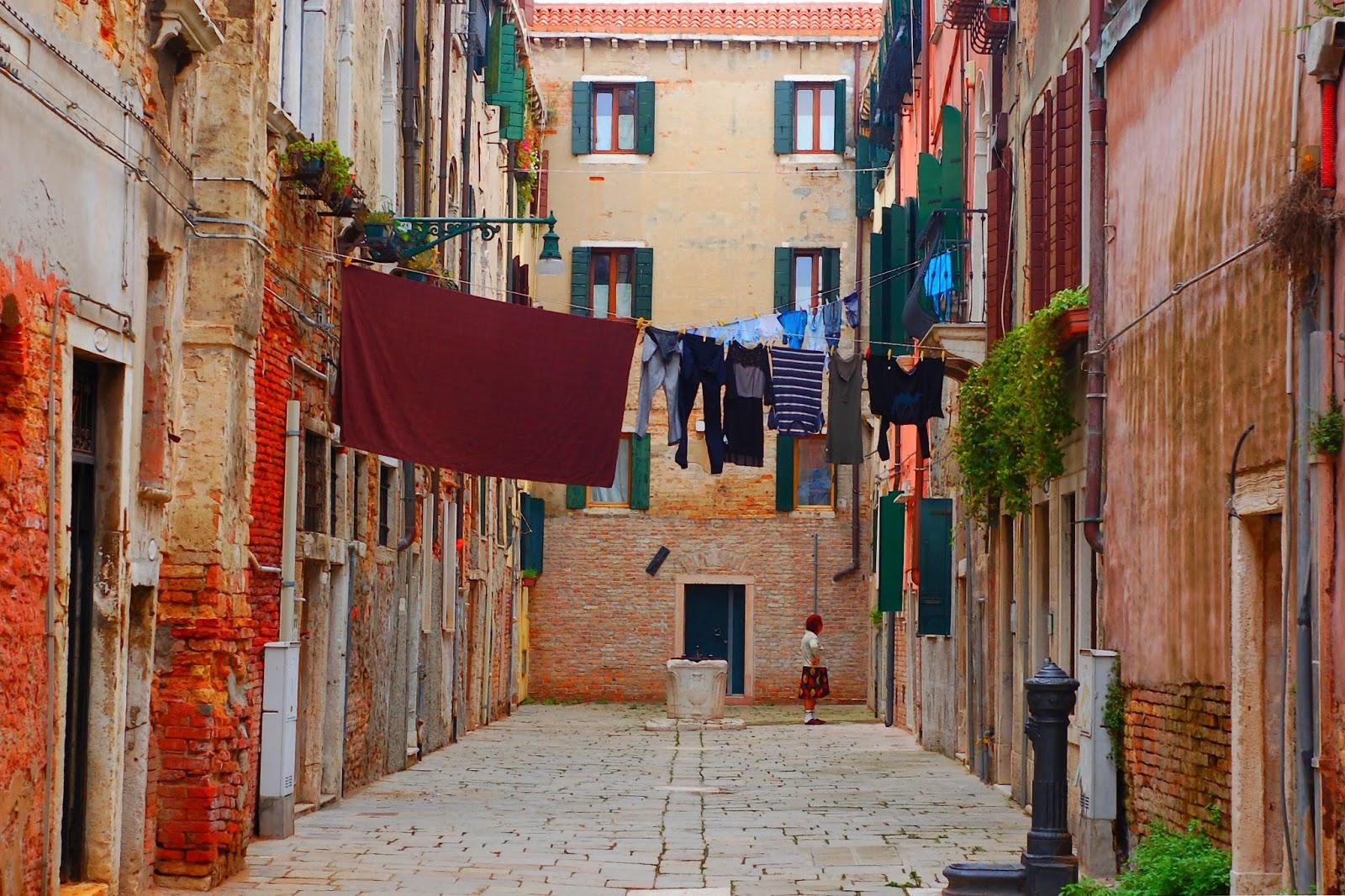 Le Chameau Bleu - La Vénitienne Gardienne du Linge - Venise Italie