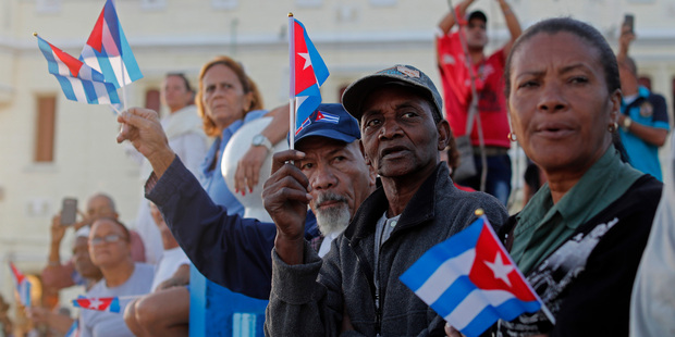 Thousands of Cubans flock to see Fidel Castro's ashes