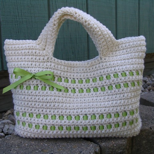 Beribboned Starling Handbag - Free Pattern