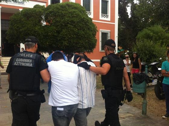 Πέντε Τούρκοι με μια βαλίτσα λεφτά συνελήφθησαν στον Έβρο - Ζητούν πολιτικό άσυλο