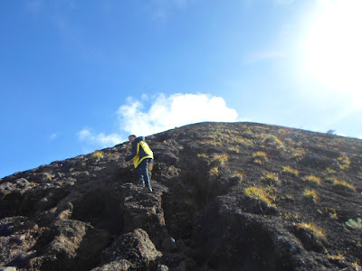 jalur pendakian gunung agung