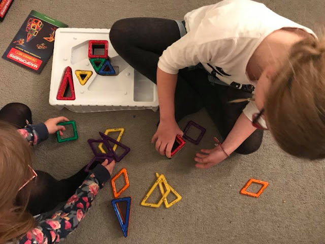 magformers-putting-together