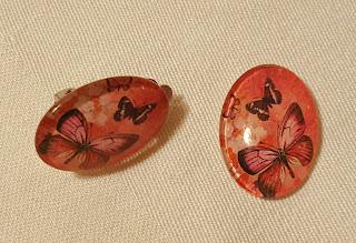 Náušnice klipsy se skleněným kabošonem - motýlci