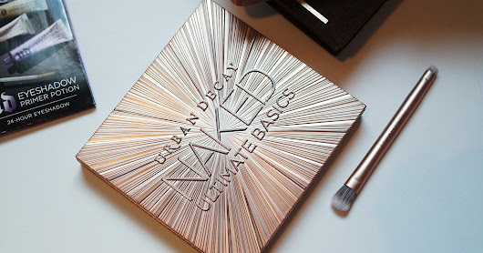 ♥ Urban Decay Ultimate Basics Palette | Swatches and First Impression BLOGMAS DAY ONE
