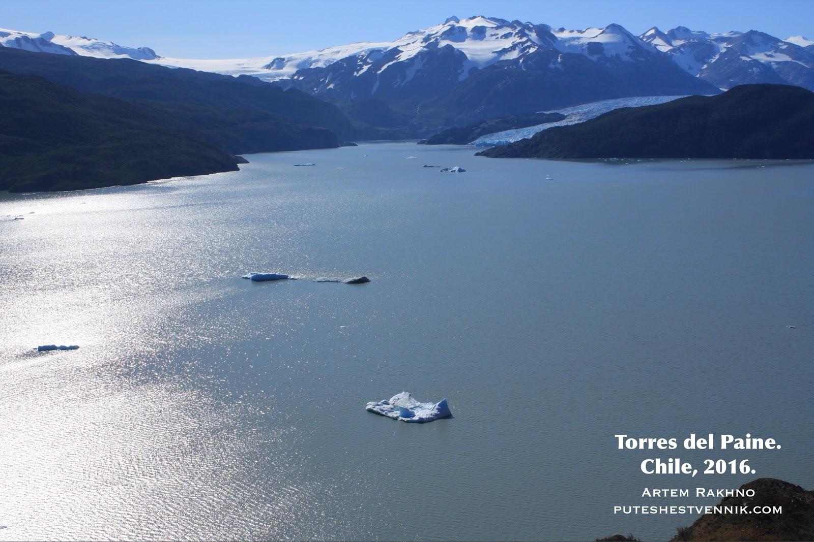 Осколки льда на озере в Торрес-дель-Пайне