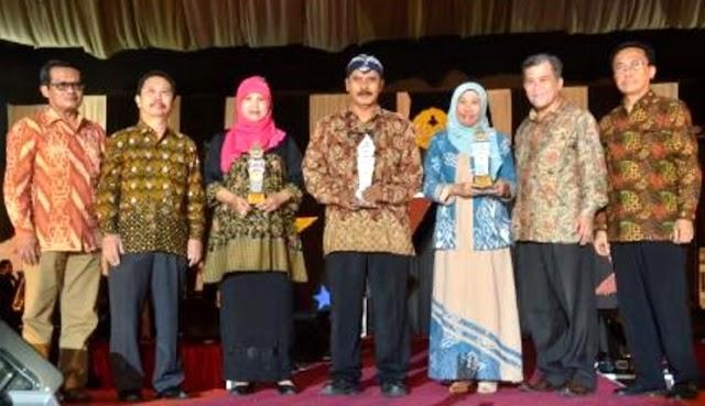 Dekan Fapet Raih UNSOED Awards
