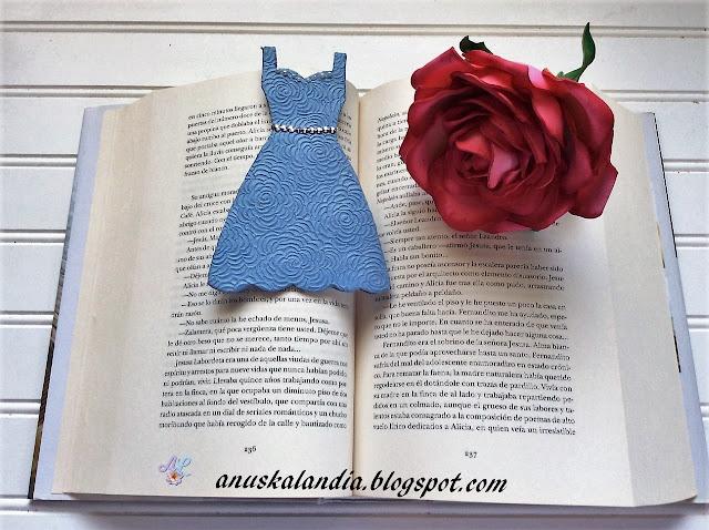 Marcapáginas- vestido-cartonaje-tuto-fácil-Día-del-libro-Anuskalandia
