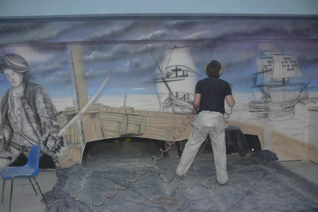 Artystyczne malowanie ściany w kręgielni, malowanie obrazów na ścianie