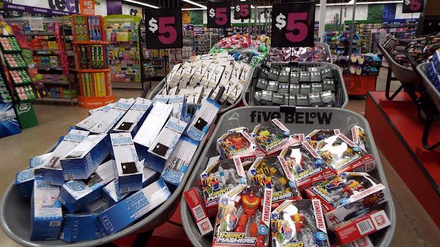 Loja Five Below em Miami: produtos por até 5 dólares
