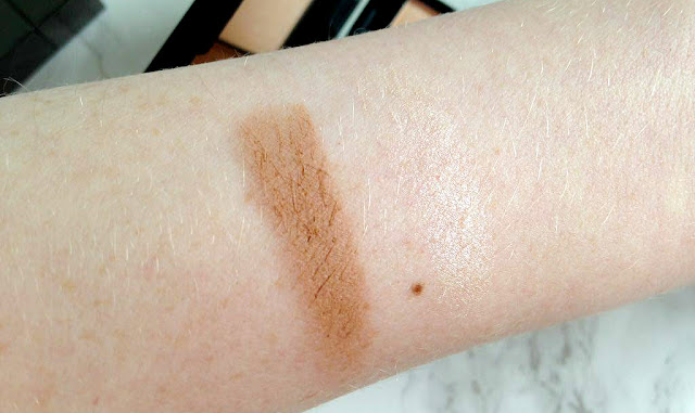 Sleek Contour Kit in Light Swatches