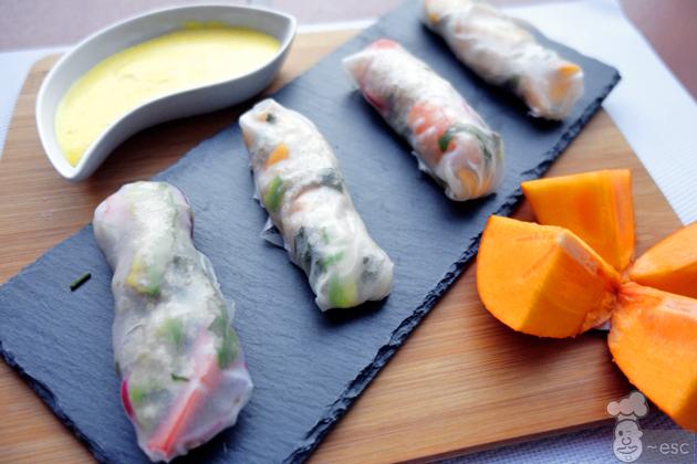 Rollitos vietnamitas de kaki, langostinos y quinoa (con mayonesa de kaki)