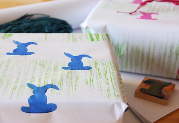 binedoro Blog, Ein tolles und einfaches DIY zu Ostern: Geschenkpapier selbstgestalten mit Papier von der Rolle und eine Idee zum Verpacken