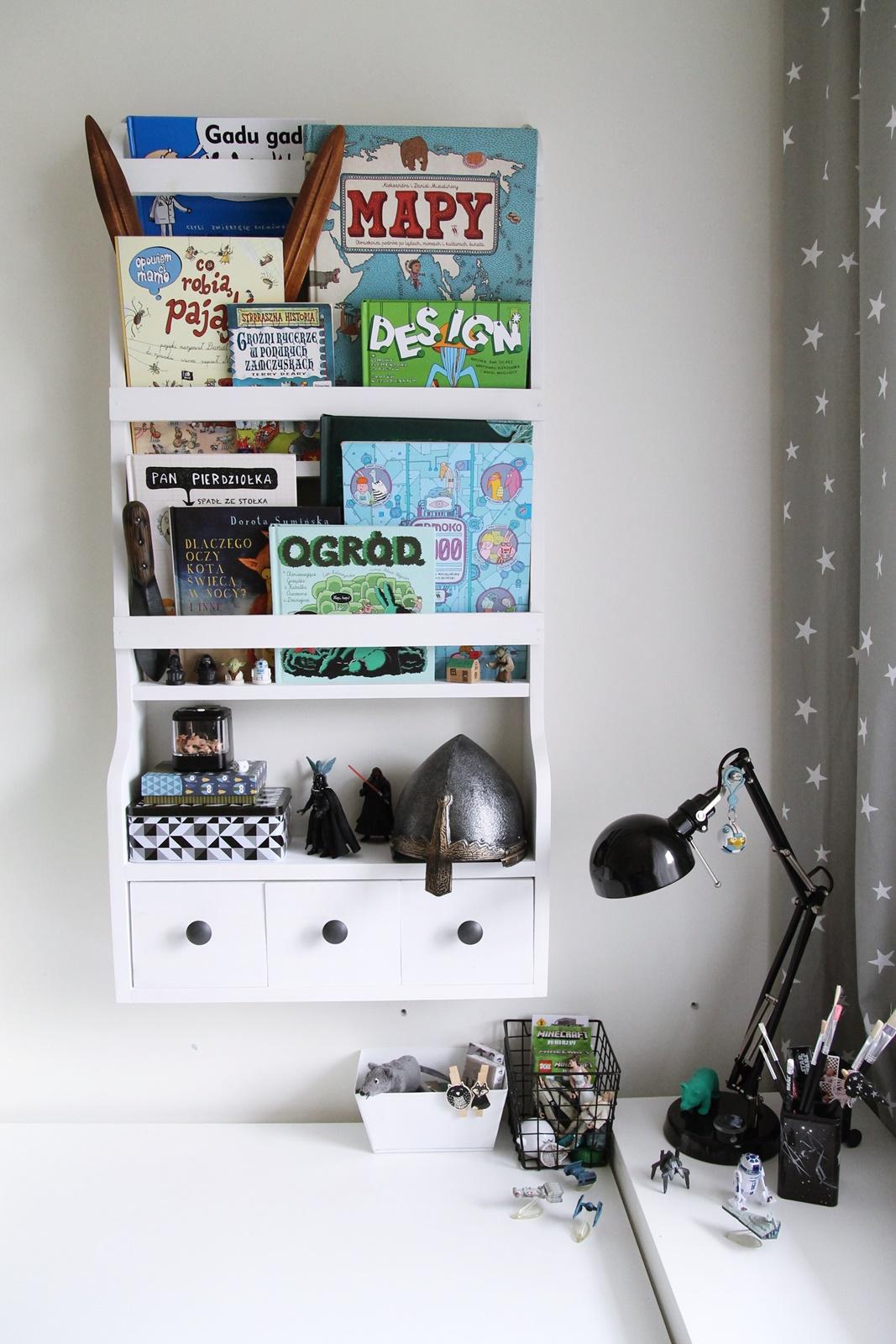 Skandibavian style shelf
