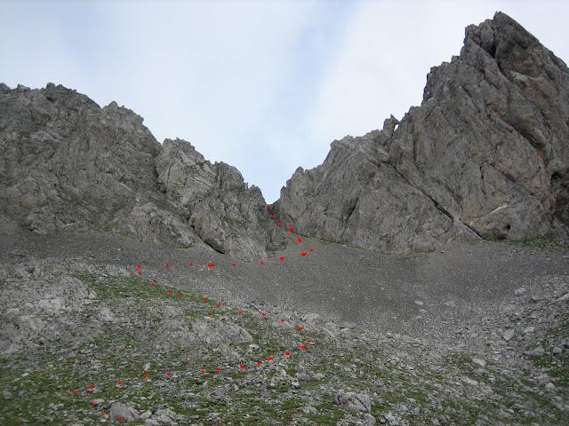 Rutas Montaña Asturias: Subida a la collada entre Puerta del Arco y Primer Castillín