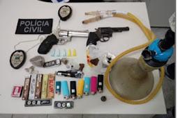 Polícia apreende armas e drogas em festa com som alto em Areia Branca