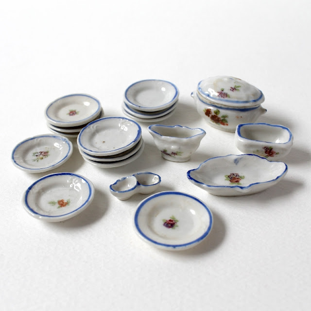 my grandmother's dollhouse porcelain tableware from 1920's - paperiaarre.com