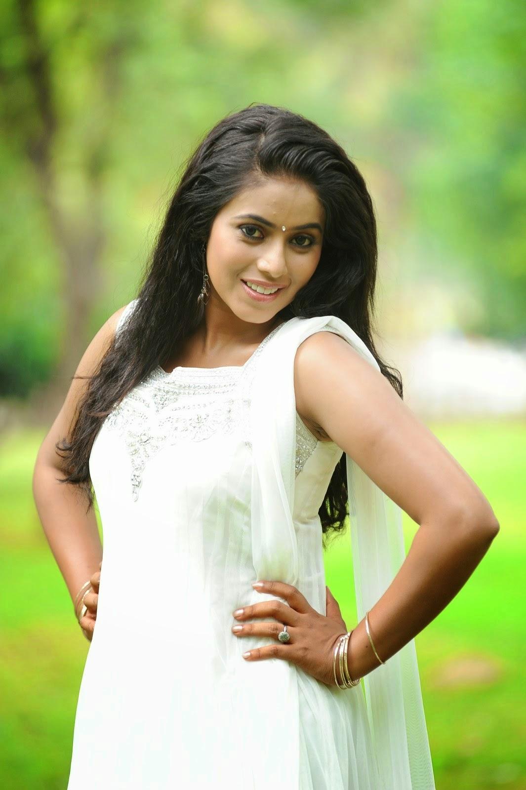 Poorna Hot Photo Gallery  Shamna Kasim New Stills Unseen -7365