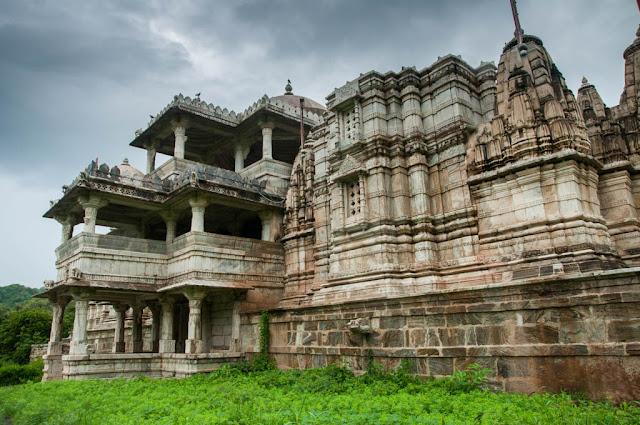 Exterior El Templo de Chaumukha