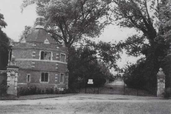 Photograph of Octagon Lodge, North Mymms Park c 1982