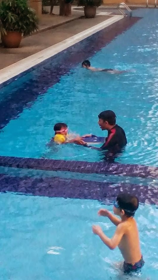 Rose Qaireena 1st swimming lesson