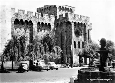 Photos noir et blanc : église de Royat, années 60 Puy-de-Dôme.