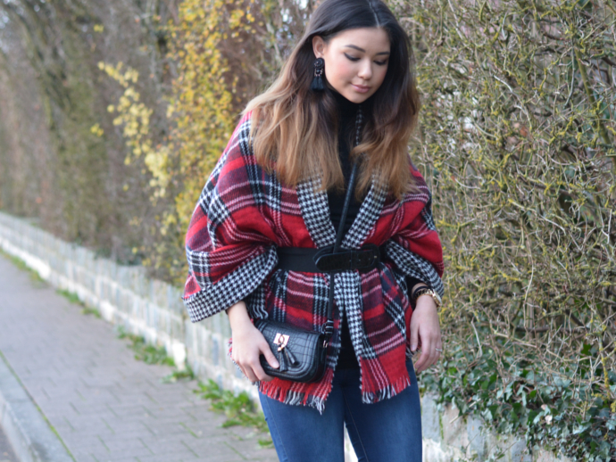 plaid scarf, houndstooth scarf, plaid, houndstooth, Primark, Scarf Poncho, Over the knee boots, overknee boots, winter outfits, waist belt
