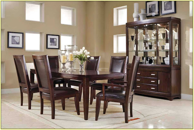 Black Dominance for Dining Table