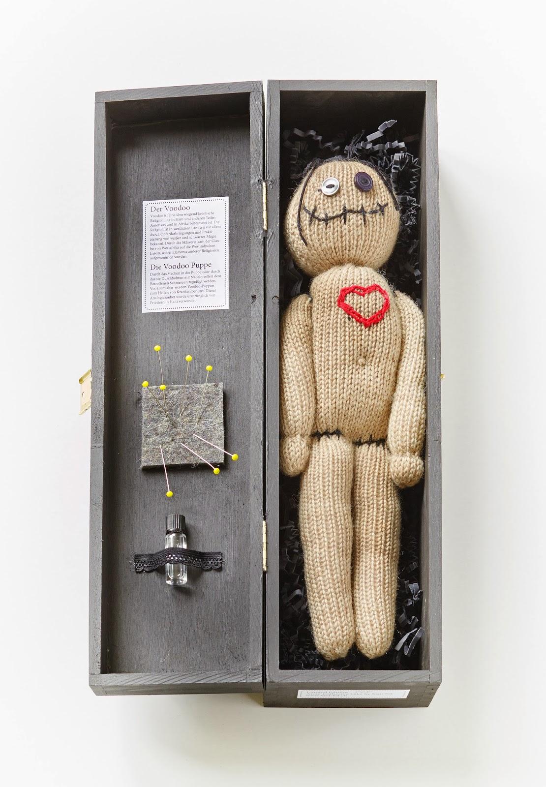 Knit Kit Handgestrickte Voodoo Puppen In Der Strickecke