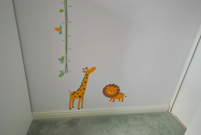 Giraffe and lion detail of wall stickers