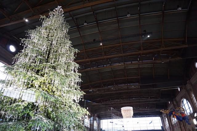 joulukuusi koristeltu swarowski kirstallit joulumarkkinat