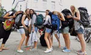 Tips Agar Lebih Aman Saat Traveling