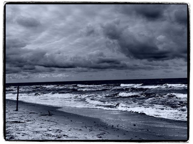 Ständig nagt die Ostsee am Strand