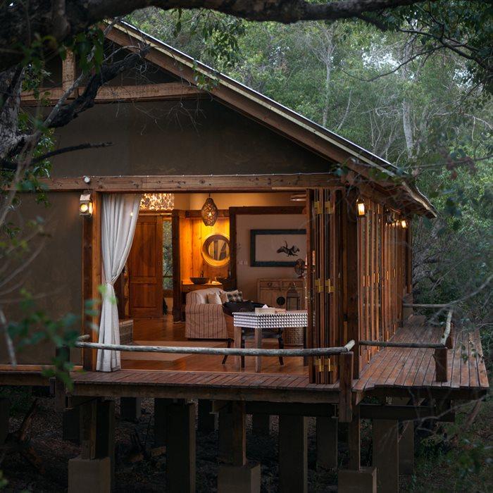 DIY%2BLuxury%2BTree%2BHouses%2B%25286%2529 10 DIY Luxury Tree Houses Interior