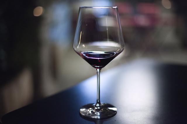 Wino nie zadaje pytań, wino rozumie.  Na pewno???