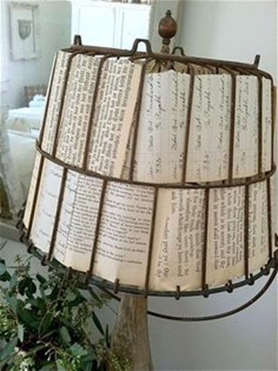 8. Lembaran kertas buku dibuat jadi bingkai lampu (lamp shade)