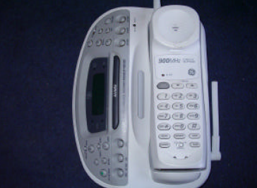 Contoh Percakapan Melalui Telepon Telephone Conversation
