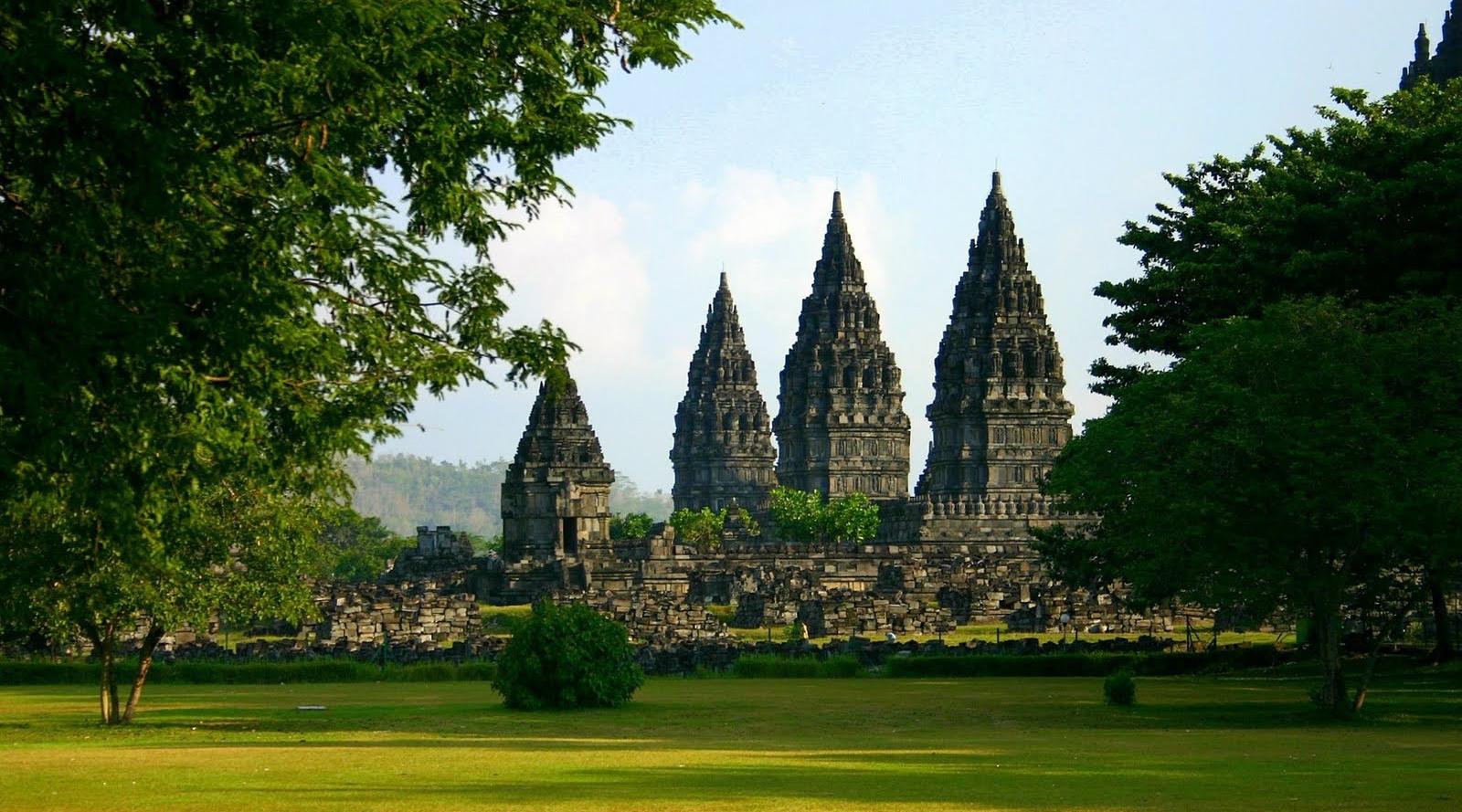 Menelisik Eksotisme Bangunan Kuno Candi Prambanan Yogyakarta