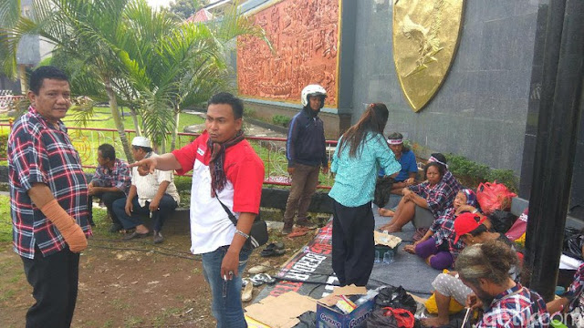 Massa Dilarang Demo di Depan Mako Brimob pada Hari Waisak