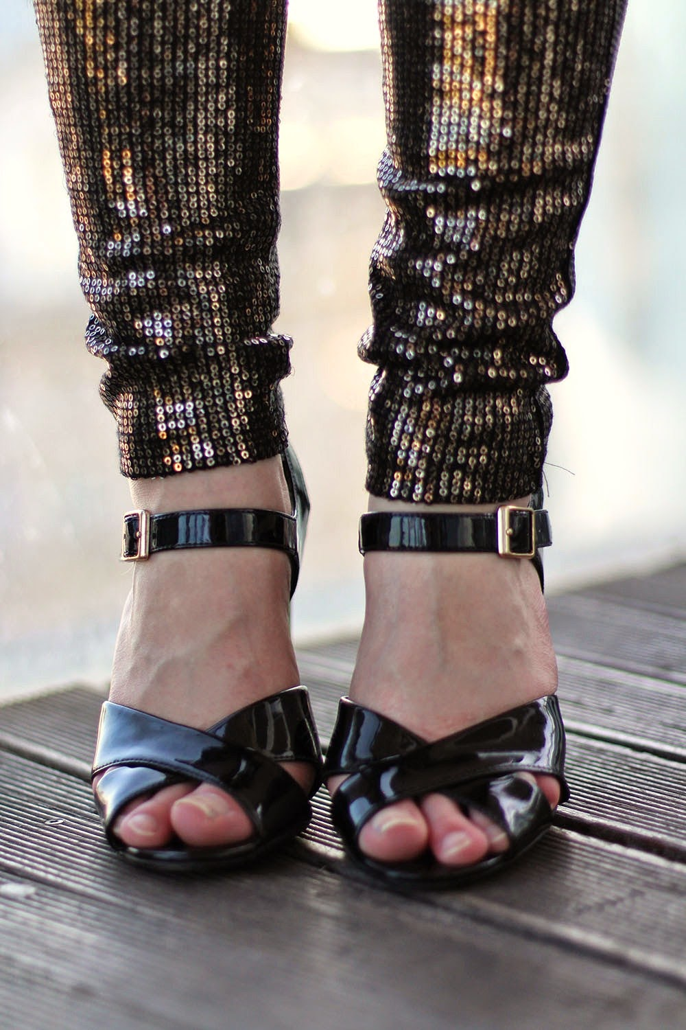 bloggers-love-fashion-week-OOTD-outfit-clothes-sparkly-trousers-sequins-heels
