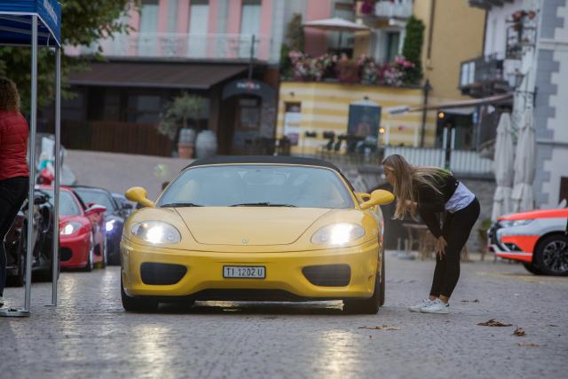 gelber Ferrari 360 Spider  beim Check-In auf dem Sportscar Day 2018 in Ascona