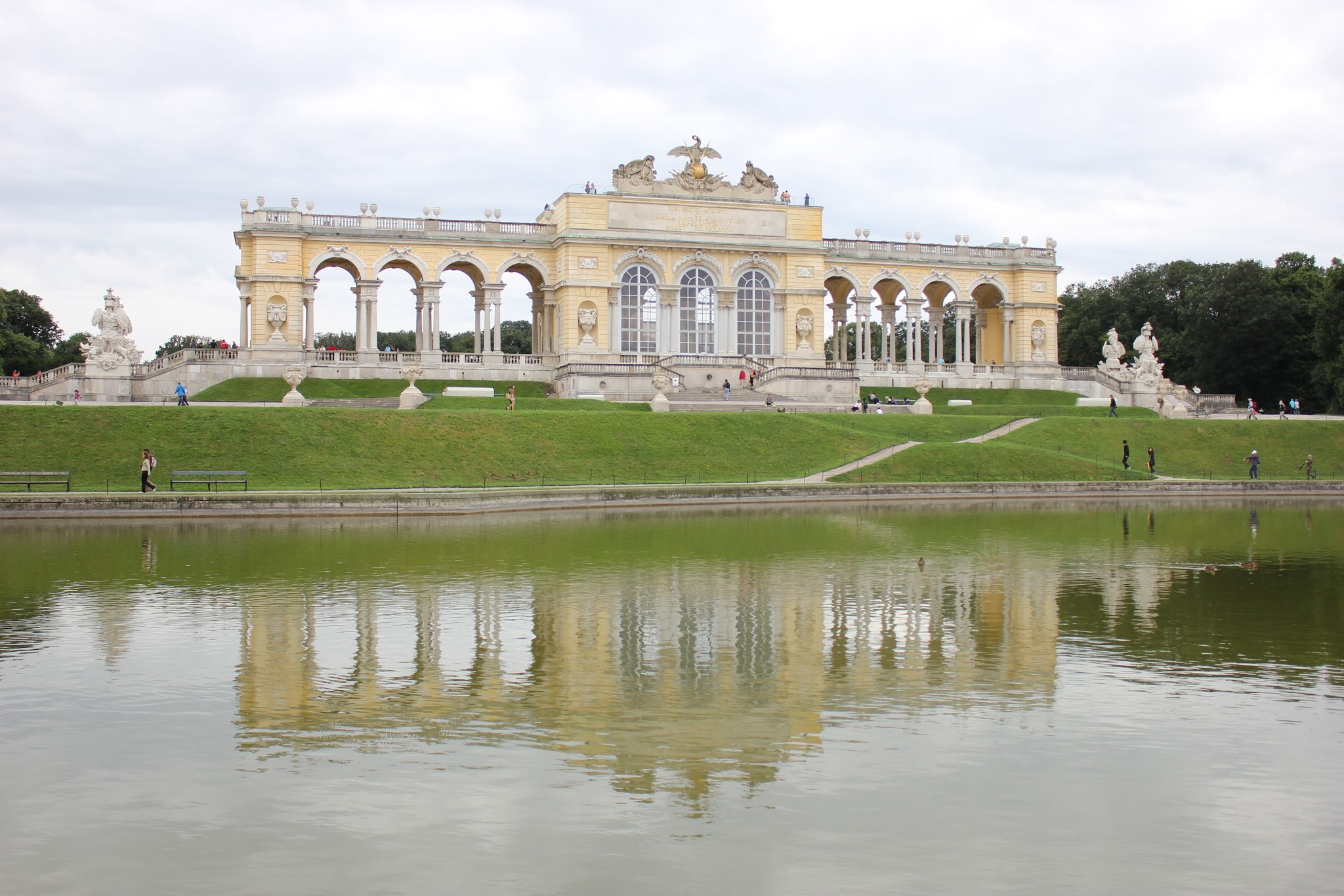 Gloriette v parku zámku Schönbrunn ve Vídni