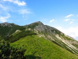 Jetzt ist es nicht mehr weit bis zum Kreuzspitzl (der Gipfel ist links im Bild)