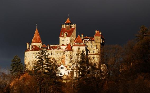El castillo de Dracula. 5+1 lugares donde pasar miedo en Halloween