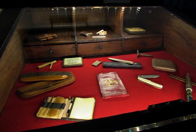 objetos masculinos do expositor do museu Ramos Pinto
